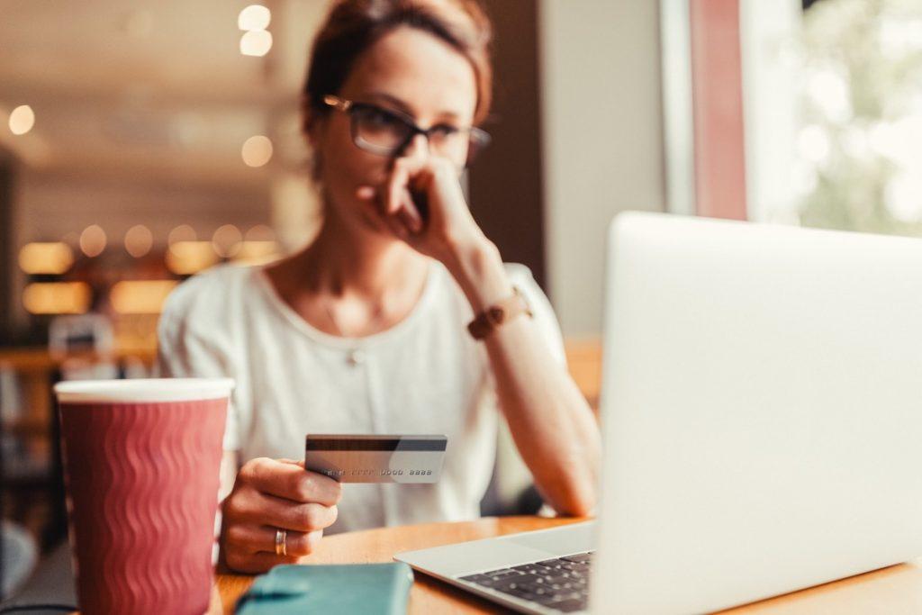 Solicitar um empréstimo ou parcelar a fatura do cartão