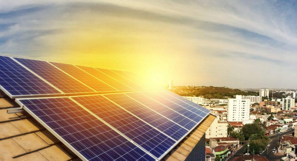 sistema de energia solar instalado em uma casa