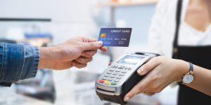 Débito ou crédito: qual a melhor opção para seu bolso?