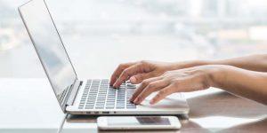Prós e contras dos bancos online.